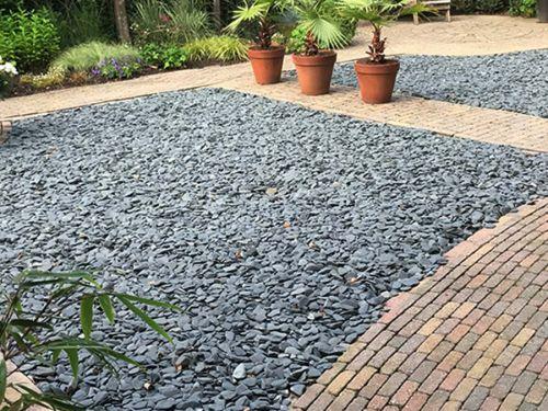 28480 flat pebbles zwart in de tuin 1