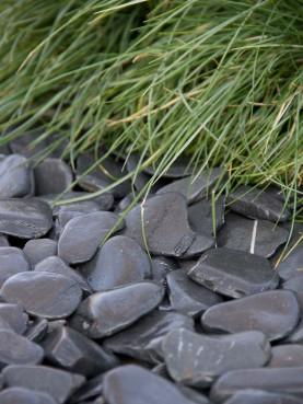 28480 voorbeeld flat pebbles bij gras 1