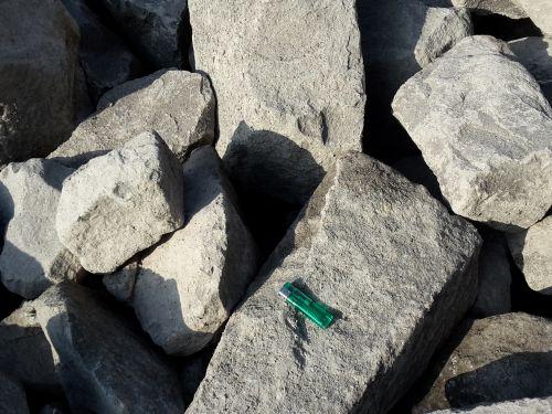 28494 basalt brokstukken 1