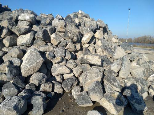 28494 grote brokken basalt breuksteen 1
