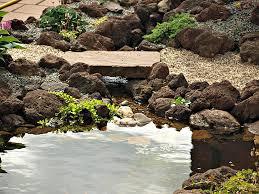 28579 lava brokken langs een rivier 1