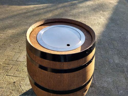 Gashaard in wijnvat