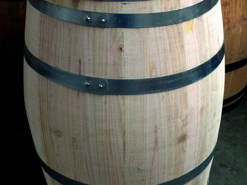 Nieuwe vaten van kastanje hout